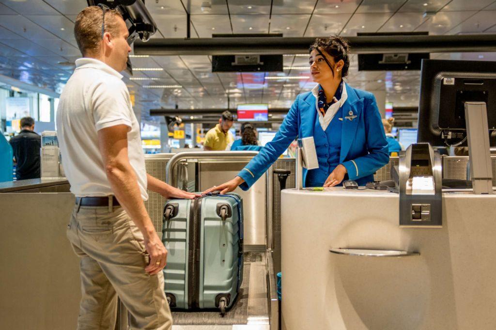 Как и куда сдать багаж, если на рейс зарегистрировались онлайн