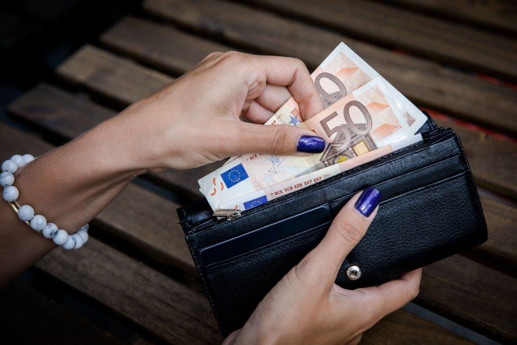 Когда необходимо декларировать деньги на границе
